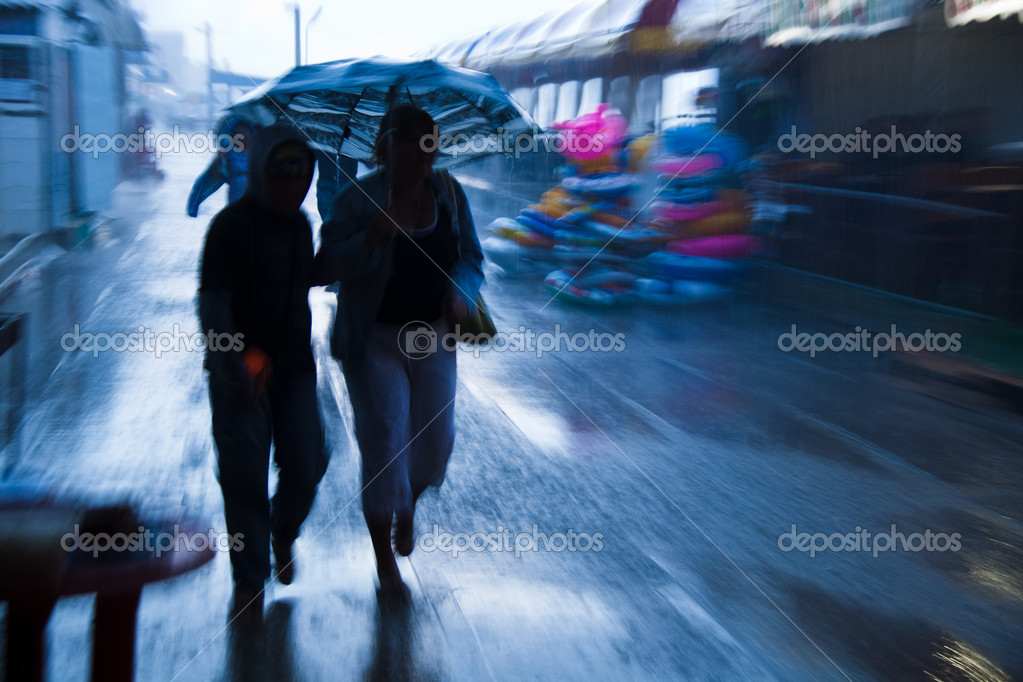 Rushing on the rainy street in intentional motion blur — Stock Photo #6005762