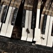 Broken piano — Stock Photo