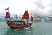 Hong Kong harbour with tourist junk — Stock Photo