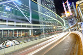 夜の街を通過するトラフィック — ストック写真