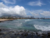 Sand Island Beach with Downtown Honolulu in the Distance — Stock Photo