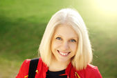 Portrait of smiling girl — Stockfoto