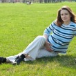 Pregnant woman relaxing on the meadow — Foto Stock