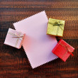 Empty pink paper gift card with gift box — Stock Photo