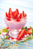 Dessert with strawberry and blueberry yogurt — Stock Photo