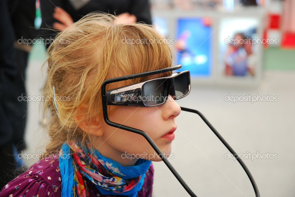 LODZ-16,04,2011 FOTO-VIDEO FAIR. Girl trying SONY 3D glasses for new technology television and games. — Stock Photo #5521630