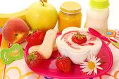 Postre de sémola y otros alimentos para bebés — Foto de Stock