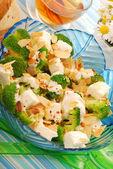 Salad with broccoli,feta and almonds — Stock Photo