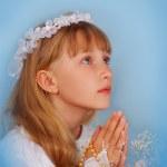 Mädchen, die zu der ersten Heiligen Kommunion — Stockfoto