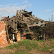 Burned out old abandoned house — Stock Photo