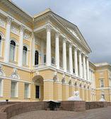 Museo ruso. el palacio mikhailovsky. san petersburgo, rusia. — Foto de Stock