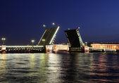 Night view of Palace Bridge. St Petersburg, Russia. — Stock Photo