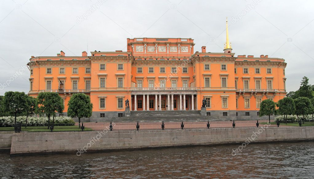 St. Michael's Castle also called the Mikhailovsky It is a former royal residence in the historic centre of Saint Petersburg, Russia. — Stock Photo #5626047