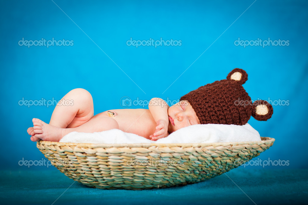 Portrait of a newborn caucasian girl — Stock Photo #6525949