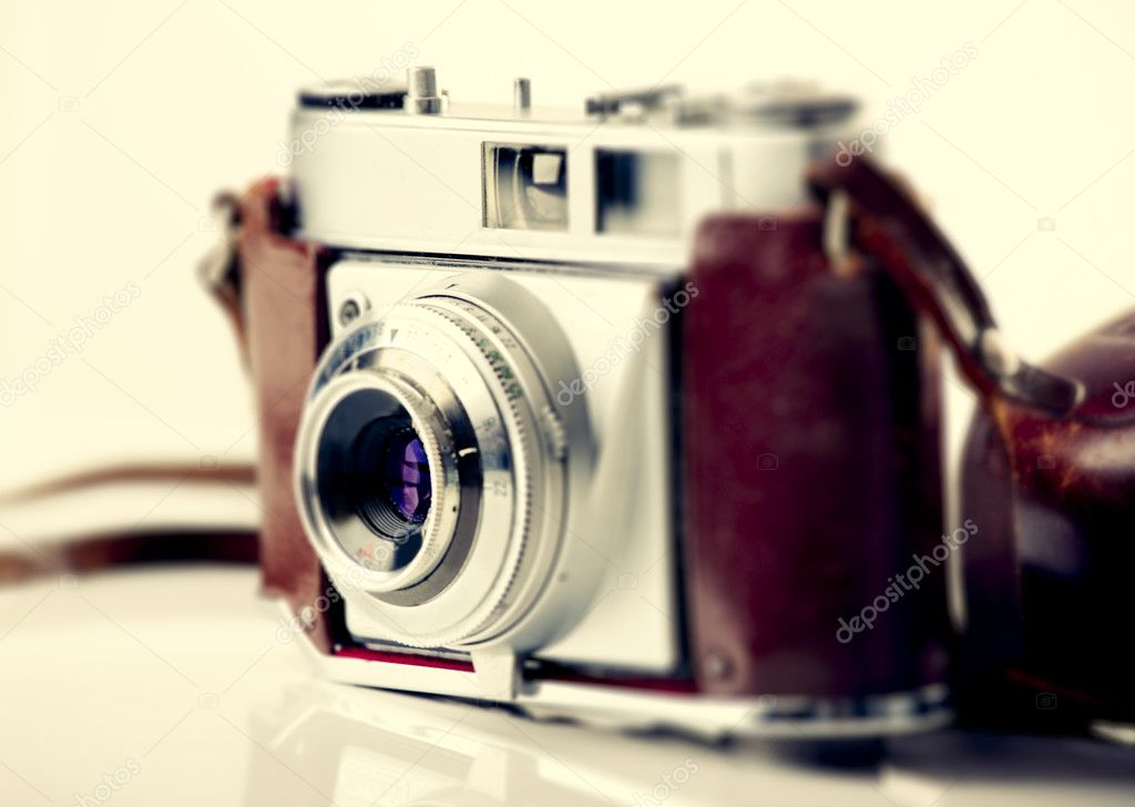 Old fashioned photography camera isolated over a white background — Stock Photo #5389007