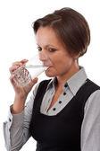女孩喝水 — 图库照片