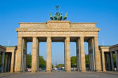 Brandenburger Tor in the early morning sun — Stockfoto