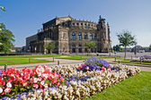 The famous Semperoper in Dresden — Stockfoto
