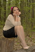 Pretty girl on a stump — Stock Photo