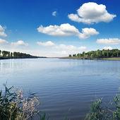 Lac et bleu ciel — Photo