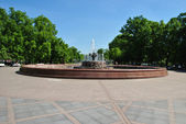 The ancient fountain made of granite and iron in the central square of Mosc — Stockfoto