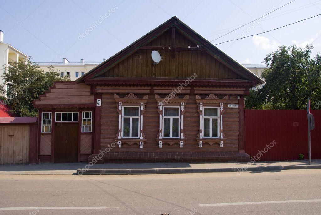 Restored wooden house and fence in the town of Kolomna. — Stock Photo #6152648