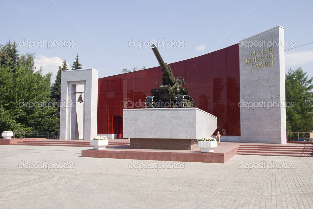 Military Museum of the Soviet army in Kolomna and self-propelled artillery unit near the entrance. — Stock Photo #6152769