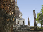 Sukhothai buddha statue temple ruins — Stock Photo
