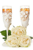 Two glasses of celebratory champagne with white roses — Stock Photo