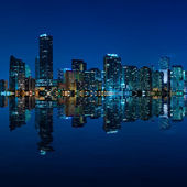 Miami skyline nacht panorama — Stockfoto