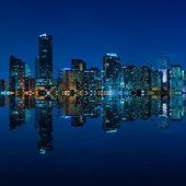 マイアミのスカイラインの夜のパノラマ — ストック写真