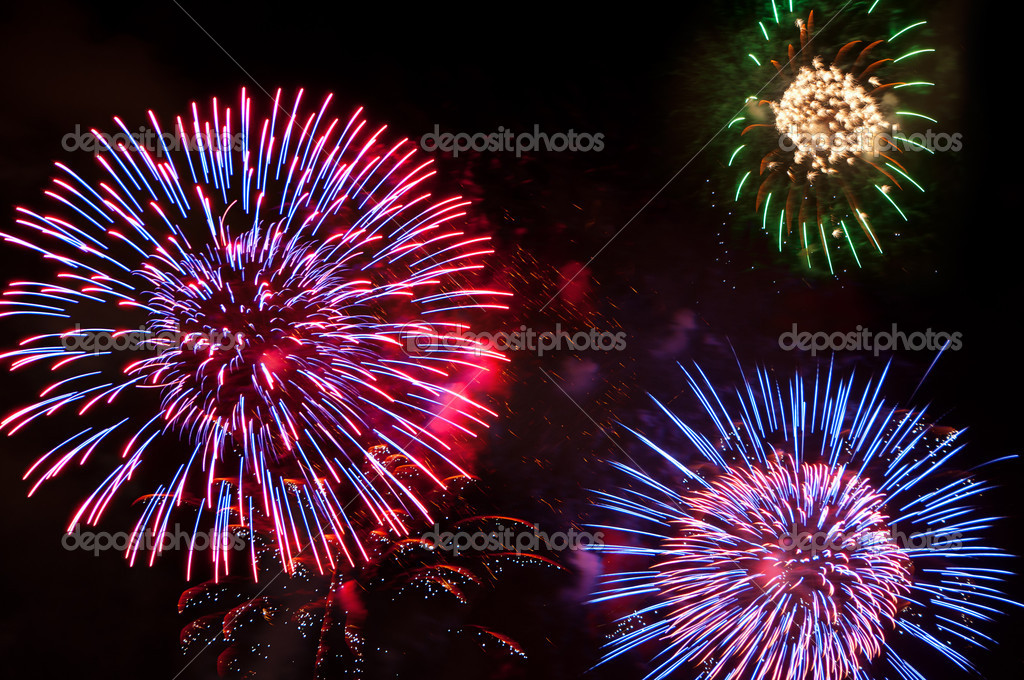 Colorful fireworks in the night sky — Photo #6021096