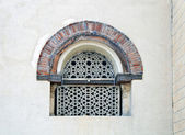 Fragment of an ancient building, the window in the eastern style, richly ca — Stock Photo