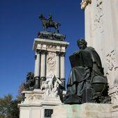 Monument in Madrid — Stock Photo