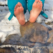 Bare Feet warming at a Campfire in winter — Stockfoto