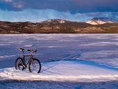 Bike on frozen Lake Laberge, Yukon, Canada — Stock Photo