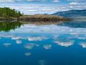 Yukon wilderness reflected on calm lake — Stock Photo
