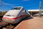 Treno ad alta velocità alla stazione — Foto Stock