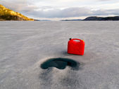 Red Jerrycan Lost on Frozen Lake Laberge, Yukon T — Stock Photo