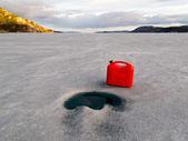 Red Jerrycan Lost on Frozen Lake Laberge, Yukon T — Stock Photo