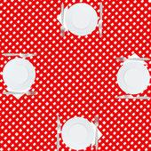 Tischdecke mit platten, messern und servietten — Stockfoto