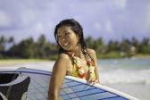 Japanese woman with surfboard in hawaii — Stock Photo