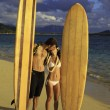 Newlywed couple with their surfboards in hawaii — Stock Photo