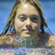 Teenage girl swimming — Stockfoto