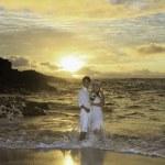 Newlywed couple at sunrise on Eternity Beach, Hawaii — Stock Photo