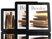 タブレット pc コンピューターや書籍のグループ — ストック写真