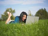 Usuário de laptop feliz — Fotografia Stock