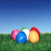 Colorful eggs on green grass — Stock Photo