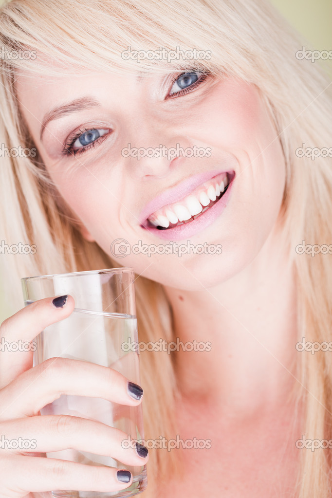 Beautiful woman with glass of water - very soft and natural photo ,  — Stock Photo #6016232