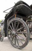 木轮的仿古马车 — 图库照片